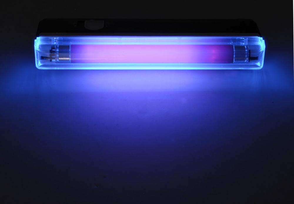A summary of ultra-violet fluorescent materials relevant to Conservation -  Australian Institute for the Conservation of Cultural Material